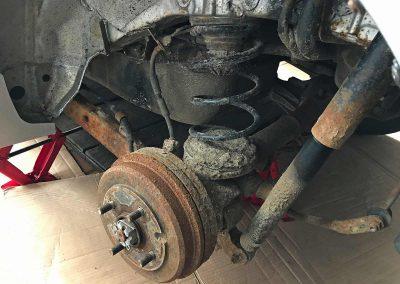 Prossinger Automobile: Fahrzeugsanierung Unterboden Daihatsu Sirion 4x4 – vorher